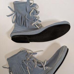 Minnetonka Shoes - Powder Blue Minnetonka Tamper Boot - size 9